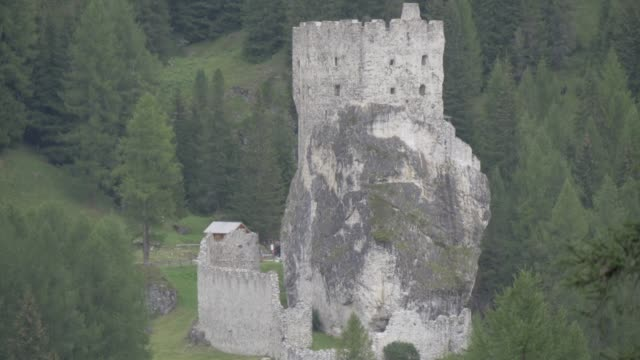 view of castello di andraz, province of bolzano, dolomites, italy, europe - etwa 11. jahrhundert stock-videos und b-roll-filmmaterial