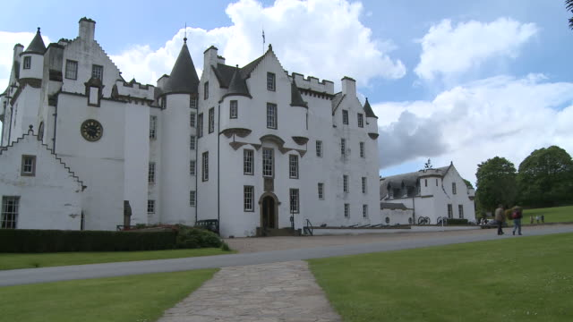 ws view of castle / blair atholl, perth and kinross, scotland - perthshire stock videos & royalty-free footage