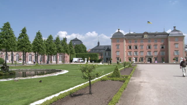 ms pan view of castle gardens / schwetzingen, baden-wuerttemberg, germany - gemeinsam gehen stock-videos und b-roll-filmmaterial