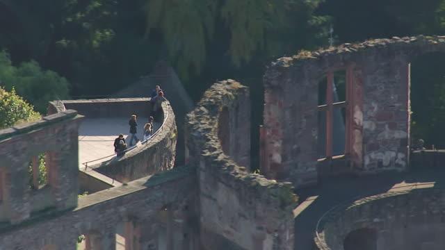 ms aerial view of castle / heidelberg, baden wurttemberg - ハイデルベルク点の映像素材/bロール