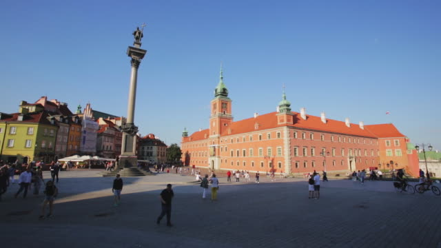 view of castle square old town warsaw poland - warsaw stock videos & royalty-free footage