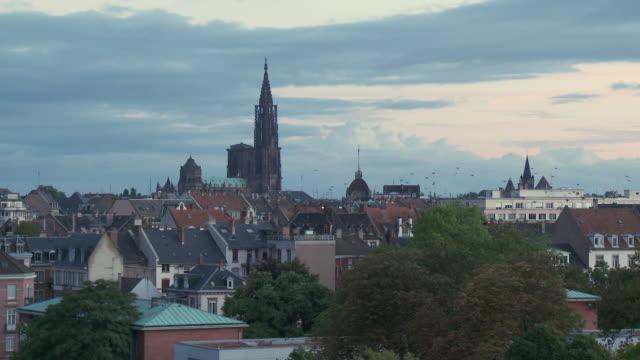 vídeos de stock e filmes b-roll de ws view of cathedral notre dame / strasbourg, alsace, france  - estrasburgo