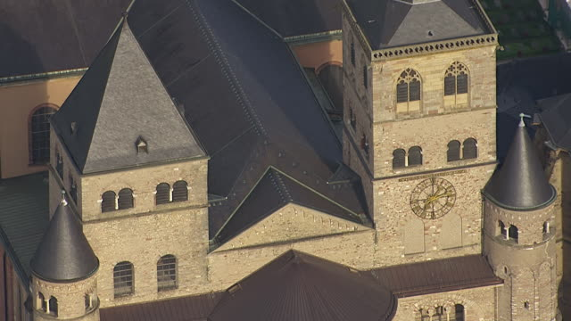 ws tu aerial view of cathedral of trier / trier, rhineland palatinate - kathedrale stock-videos und b-roll-filmmaterial