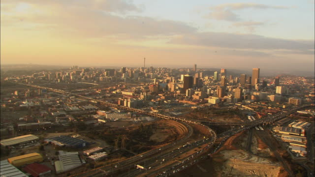 stockvideo's en b-roll-footage met ws pov pan aerial view of central city / johannesburg, gauteng, south africa - johannesburg