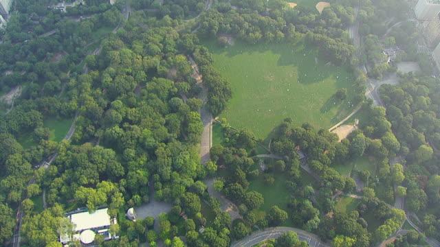 vídeos y material grabado en eventos de stock de ws aerial view of central park / new york, united states - parque ciudad