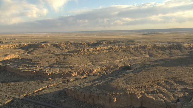 ws aerial view of chaco canyon national historical park / new mexico, united states - chaco canyon stock videos & royalty-free footage