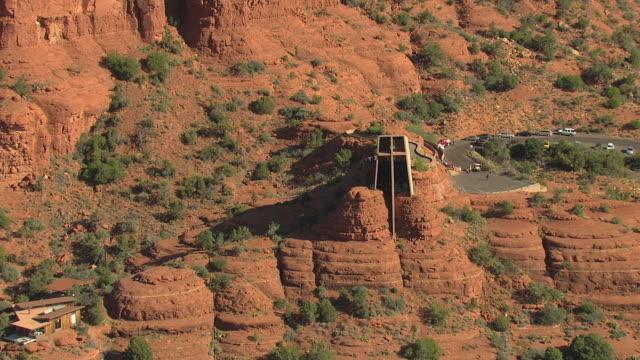 vídeos de stock e filmes b-roll de ms aerial zi ds view of chapel of the holy cross / sedona, arizona, united states  - arenito