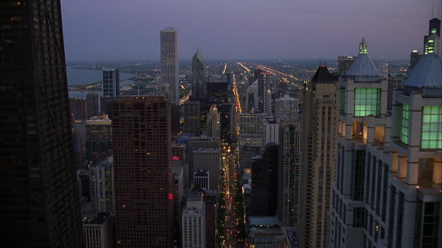 aerial zi view of chicago at dusk / illinois, usa - two prudential plaza stock videos & royalty-free footage