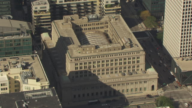 ws aerial pov view of chicago union station / chicago, illinois, united states - station stock videos & royalty-free footage