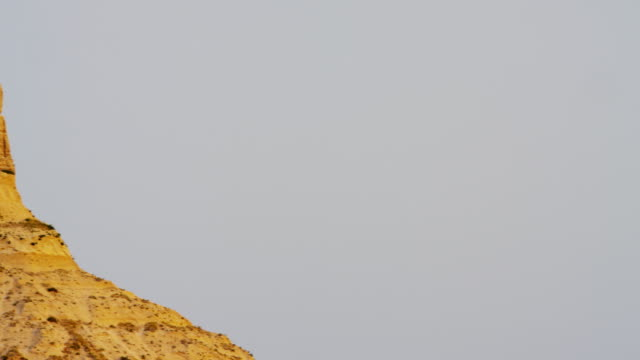 stockvideo's en b-roll-footage met view of chimney rock american monument nebraska usa - great plains