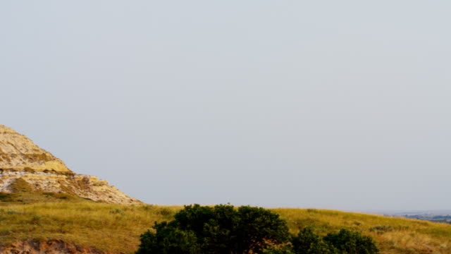 view of chimney rock american monument nebraska usa - kirchturmspitze stock-videos und b-roll-filmmaterial