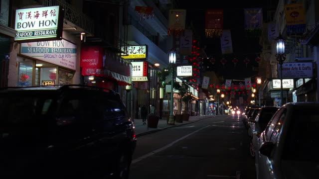 vídeos de stock, filmes e b-roll de ws view of chinatown at night / san francisco, california, usa - escrita ocidental