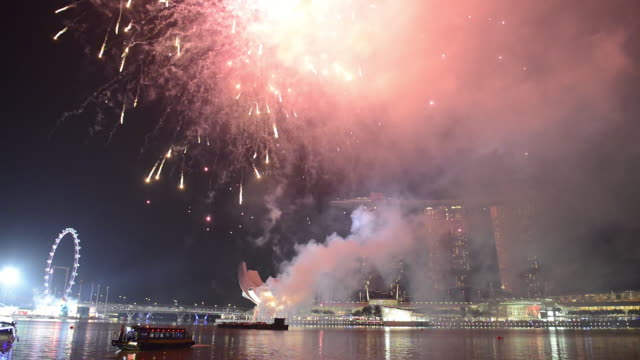 WS View of Chinese New Year Fireworks / Marina Bay, Singapore