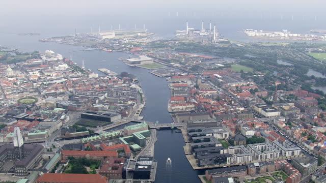 ws aerial zi view of christianhavns canal / copenhagen, denmark - kopenhagen stock-videos und b-roll-filmmaterial