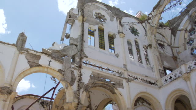 ms pan view of church destroyed after 2010 earthquake / haiti - terremoto video stock e b–roll