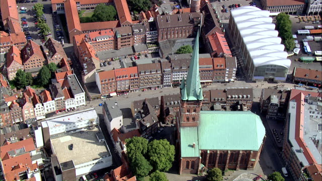 ws aerial ds view of church in city / luebeck, schleswig-holstein, germany - lübeck stock-videos und b-roll-filmmaterial