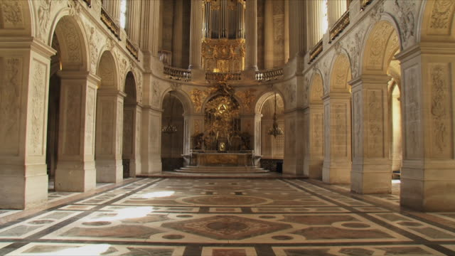 ws view of church interior / versailles, ile de france, france - versailles stock videos and b-roll footage