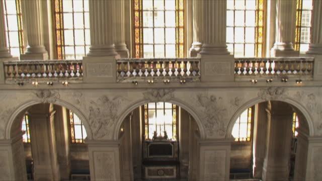 stockvideo's en b-roll-footage met ms tu view of church interior / versailles, ile de france, france - versailles