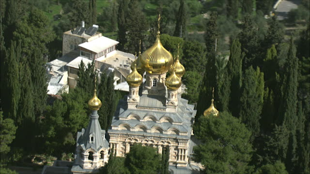 ws zi zo aerial view of church mary magdalene / jerusalem, israel - kirche stock-videos und b-roll-filmmaterial