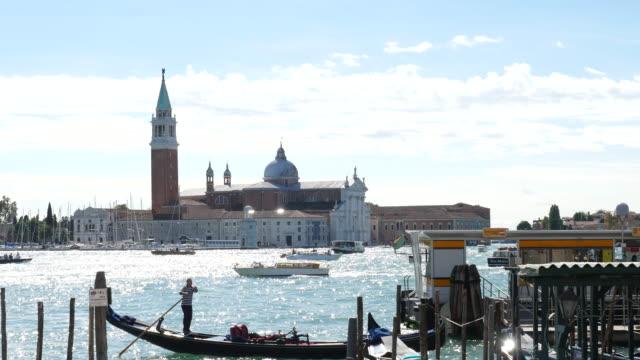 vídeos y material grabado en eventos de stock de vista de iglesia de san giorgio maggiore en venecia, italia - embarcación de pasajeros