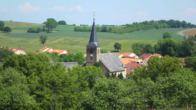ws view of church with surrounding by trees at village / rodemack, lorraine, france - spira tornspira bildbanksvideor och videomaterial från bakom kulisserna