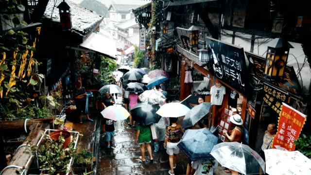 vidéos et rushes de view of ciqikou ancient town,chongqing,china. - mouillé