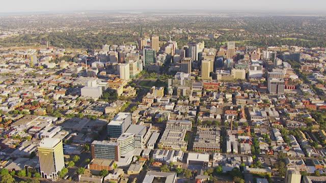ws aerial view of city / adelaide, south australia, australia - アデレード点の映像素材/bロール
