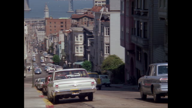 ws view of city and bay, cars moving on street down hill / san francisco, california, united states - san francisco california video stock e b–roll