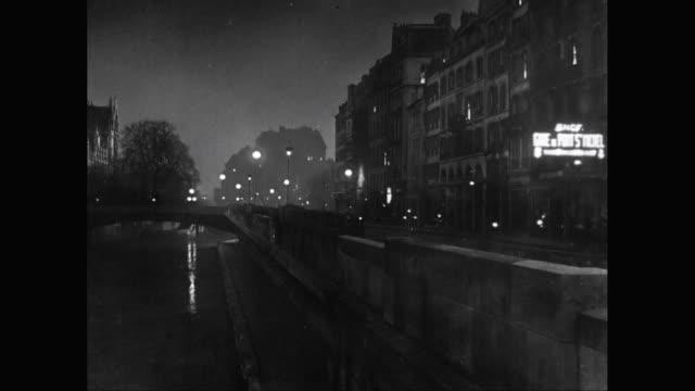 vidéos et rushes de ws view of city at night / paris, france - 1950