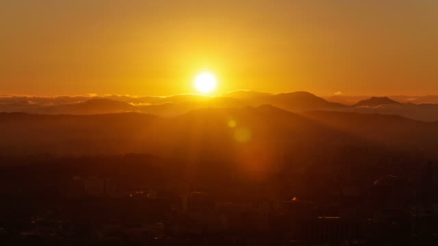 ws t/l view of city at sunrise / seoul, south korea - sunrise dawn stock-videos und b-roll-filmmaterial