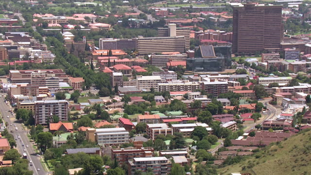 ms aerial zo view of city / bloemfontein, free state, south africa - bloem plant stock videos & royalty-free footage