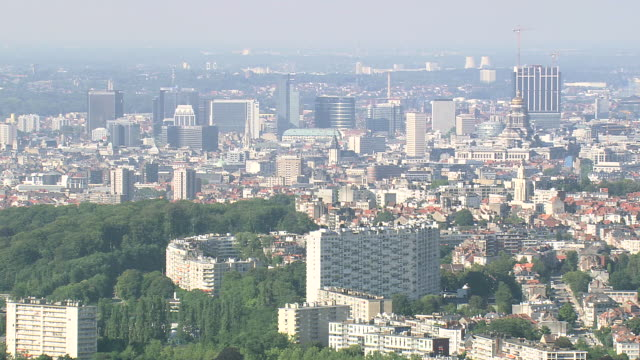 ws aerial zi zo pan view of city / brussels, belgium - region brüssel hauptstadt stock-videos und b-roll-filmmaterial