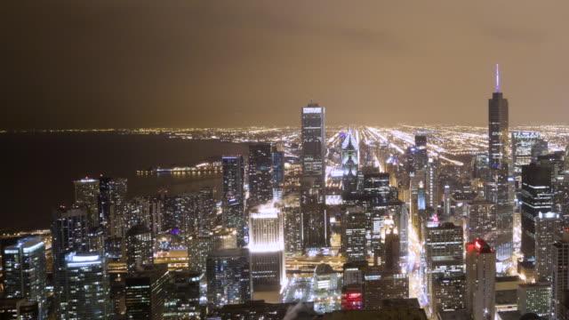 vídeos de stock, filmes e b-roll de ws aerial pan t/l view of city / chicago, il, united states - chicago 'l'
