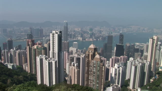 view of city from the top of victoria peak in hong kong china - central plaza hong kong stock-videos und b-roll-filmmaterial