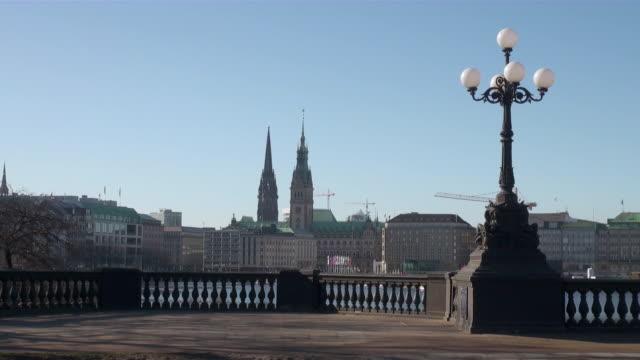 ws view of city hall on lombard bridge / hamburg, hamburg, germany - rathaus hamburg stock-videos und b-roll-filmmaterial
