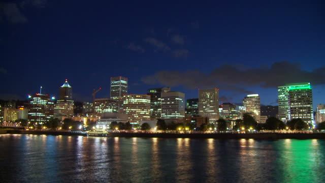 view of city in portland usa - 電灯点の映像素材/bロール