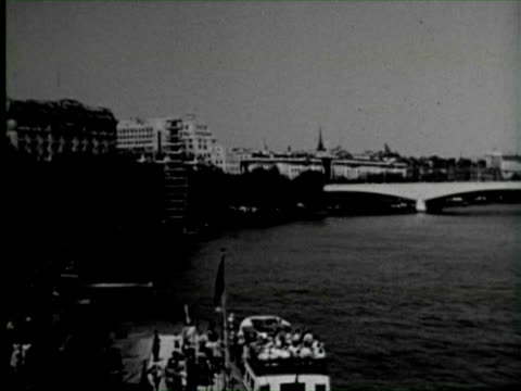 b/w view of city londons bridge, england / audio - tower bridge stock videos & royalty-free footage