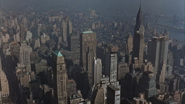 vídeos de stock, filmes e b-roll de ws aerial pov view of city / new york,united states - 1960