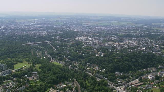 vidéos et rushes de ws areal zi view of city orbit / luxembourg - grand duché du luxembourg
