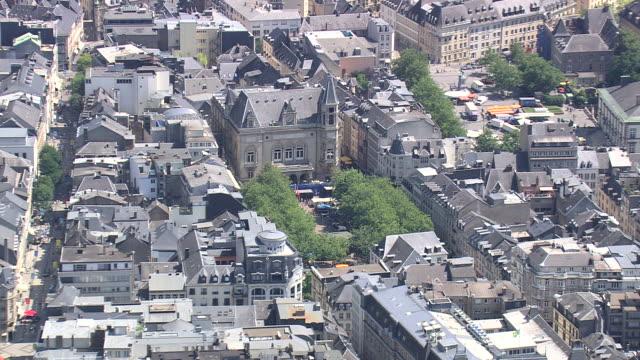 vidéos et rushes de ws areal zi pan view of city orbit / luxembourg - grand duché du luxembourg
