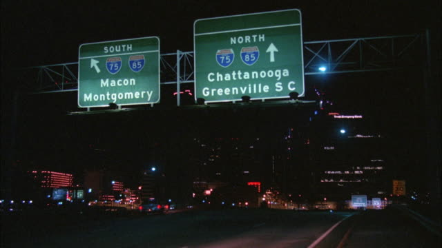 stockvideo's en b-roll-footage met ws view of city road at night with traffic and road sign / alabama, usa - alabama