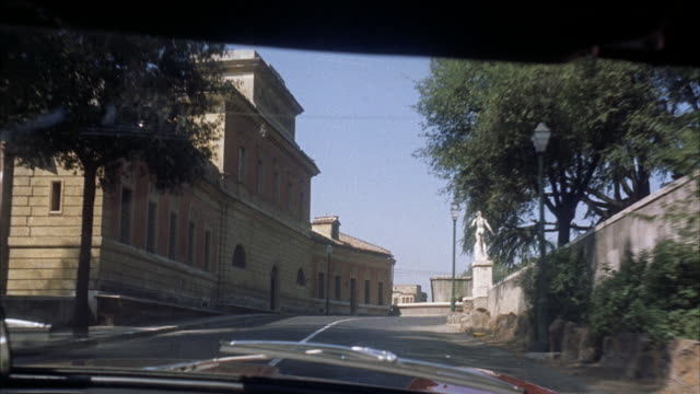 vídeos de stock, filmes e b-roll de ms pov view of city / rome, italy - 1960