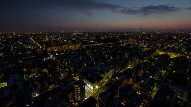 ws t/l view of city skyline and mtfuji at sunset / shinjuku, tokyo, japan - dusk to night stock videos & royalty-free footage