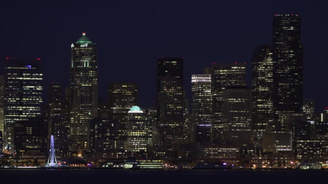 WS T/L View of city skyline, waterfront at night / Seattle, Washington, United States