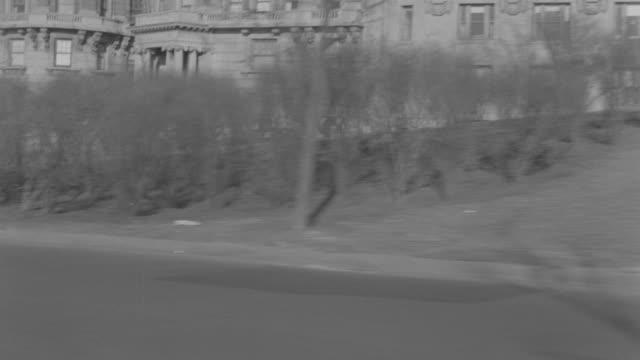 vídeos y material grabado en eventos de stock de ms pov view of city street - cincuenta segundos o más