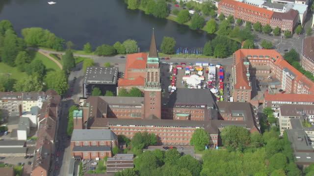 ws aerial zi view of city to opera house / kiel, schleswig holstein - schleswig holstein stock-videos und b-roll-filmmaterial