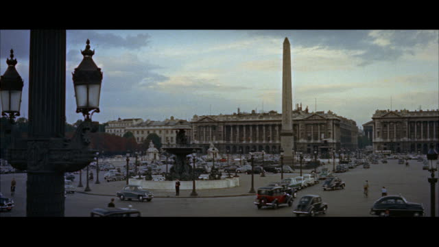 ws view of city traffic / paris, france - 1957年点の映像素材/bロール