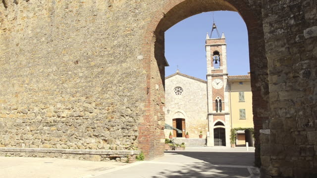 ws view of city wall to chiesa di san francesco church / san quirico`d orcia, tuscany, italy - castle wall stock videos and b-roll footage