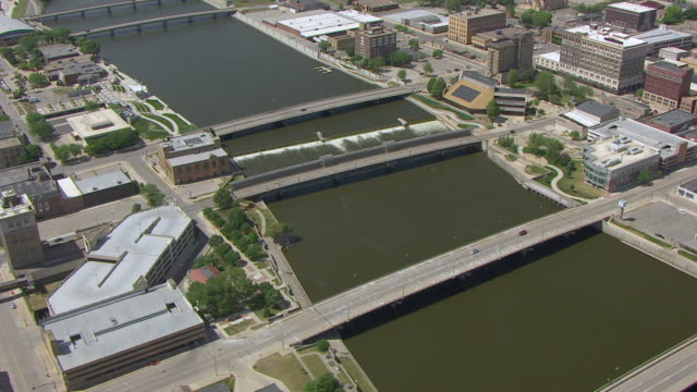 WS AERIAL POV View of city with bridge and river / Waterloo, Iowa, United States
