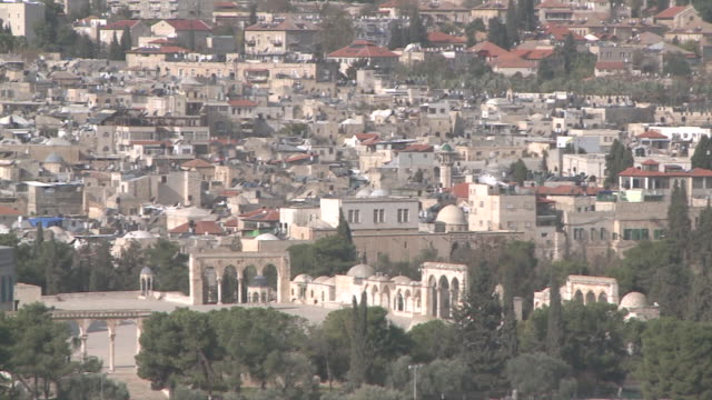 ws pan view of city with dome of rock / jerusalem, central province, israel - sri lankan culture stock videos & royalty-free footage